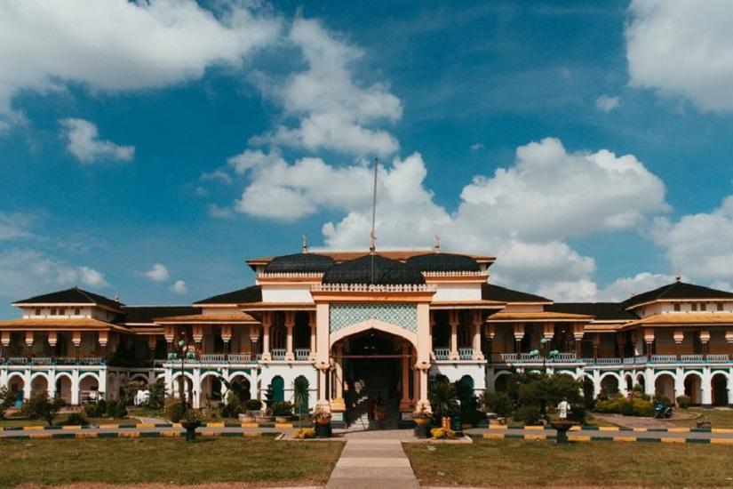 Menikmati Kemegahan Istana Maimun Medan